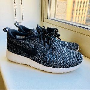 Shoes - Nike Flyknit 3M Roshe
